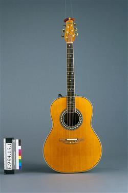 Guitare électroacoustique modèle Anniversary | Ovation