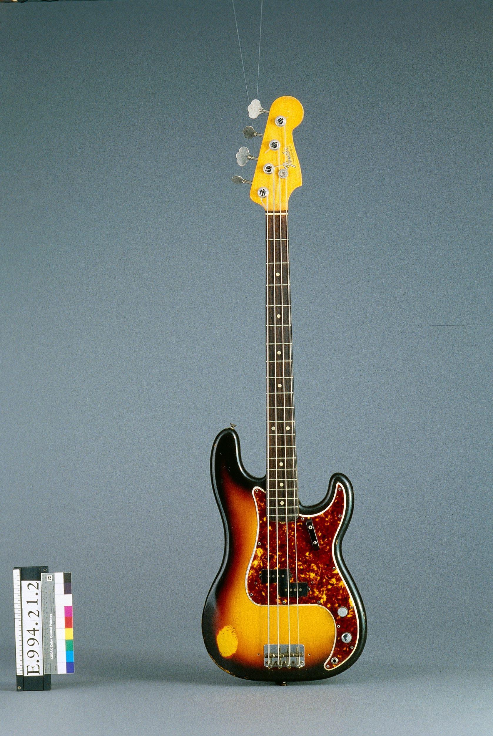 Guitare basse électrique modèle Precision Bass   Fender