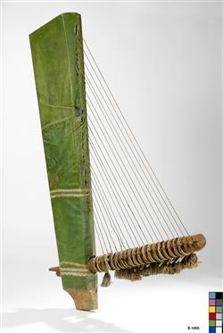 Fac-similé d'une harpe angulaire égyptienne conservée au musée du Louvre   Hallé, M.