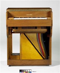 Piano droit modèle d'orchestre   Maison Erard