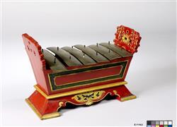 """Gamelan : métallophone """"saron demung"""" appelé saron peking (panerus)   Anonyme"""