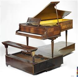 Piano à queue et pédalier | Maison Erard