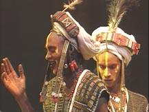 Le Merveilleux en Afrique. Rites du peuple peul du désert au monde citadin. Les nomades Wodaabe | Aly Wagué
